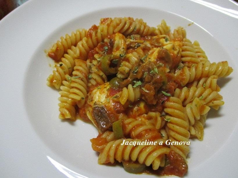 fusilli_al_pomodoro_olive_mozzarella2_191015