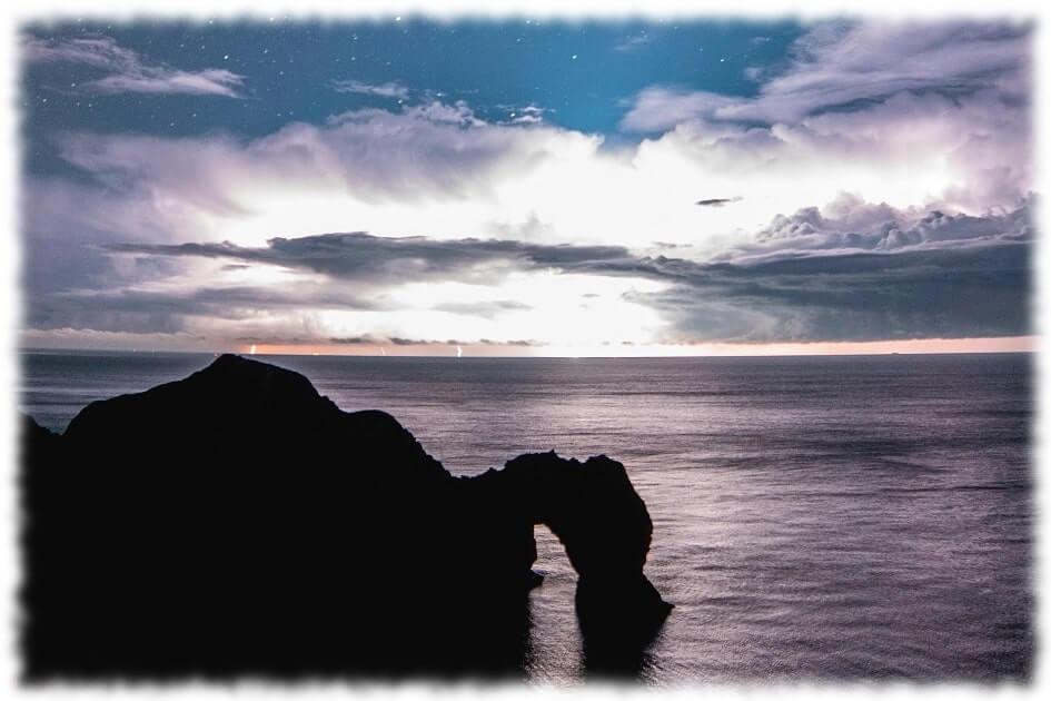 ドキサバ ドキドキサバイバル 海 夜 崖 見出し画像 Photo by tom coe on Unsplash