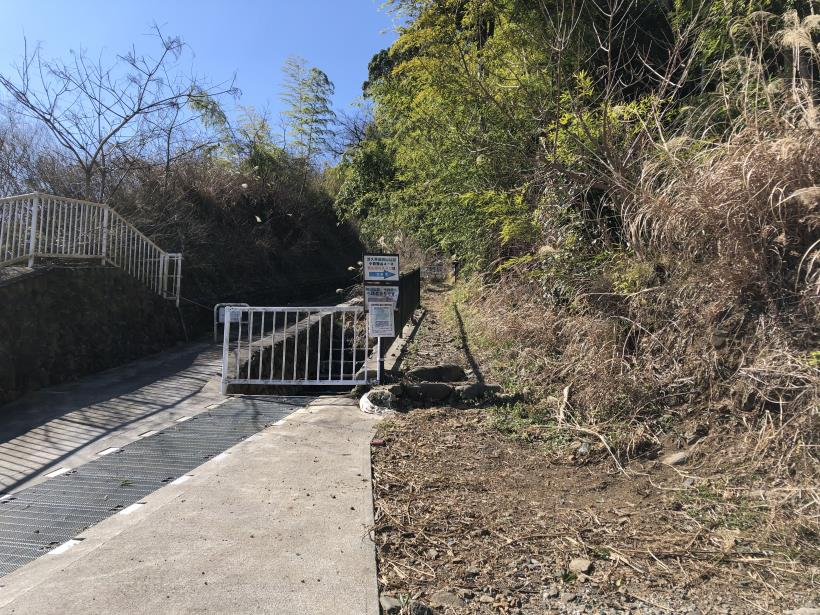 城山登山口から鷹射場03