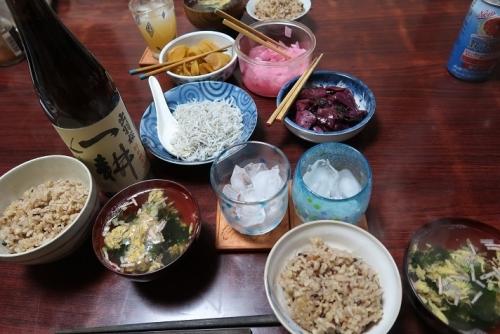 塩海老の炊き込みご飯とシラス、茄子のしば漬け