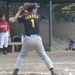 1回裏、田中が二塁打を放つ