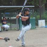 3回表、伊藤幸が適時二塁打を放つ