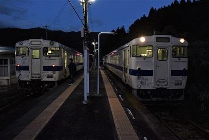 伊比井駅並び