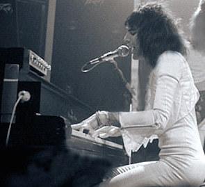フレディ ピアノ 歌