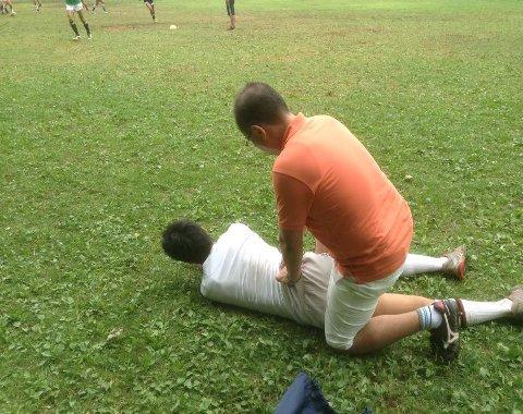 報徳選手を治療