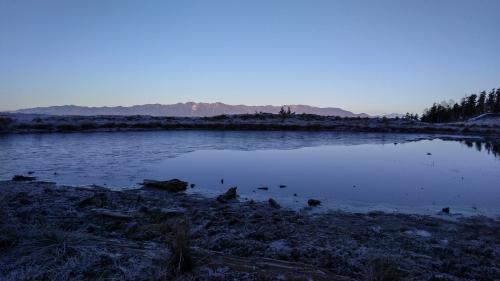 天空の池と中央アルプス