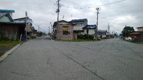 泉田駅前のY字路