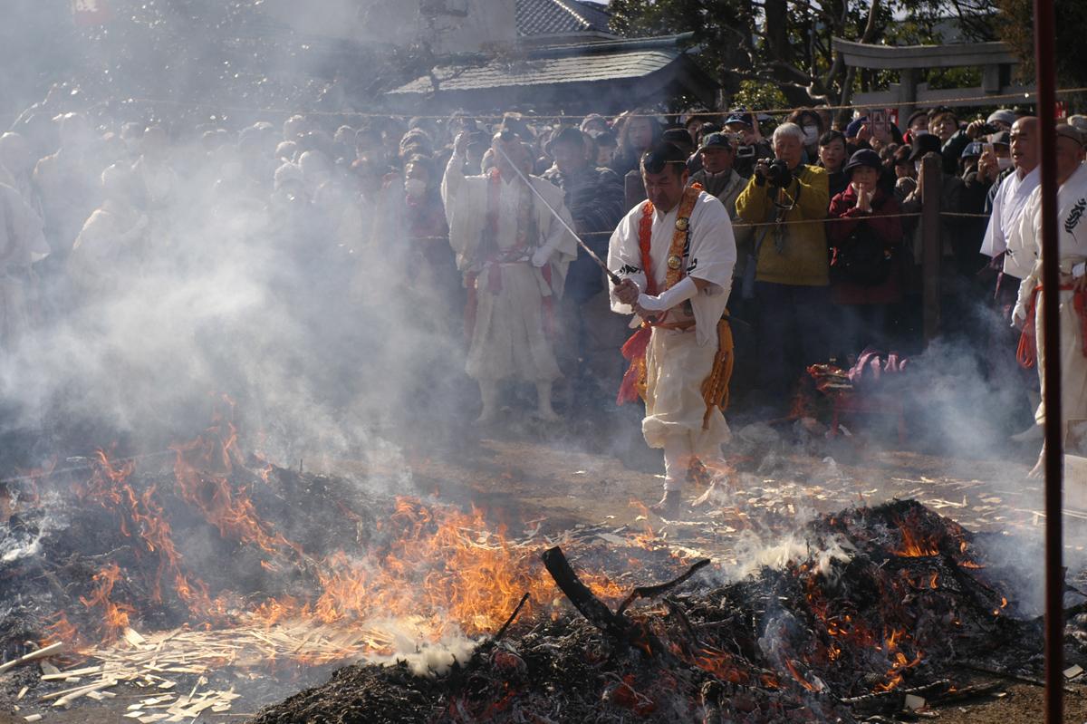 小田原市満福寺での火渡り修行