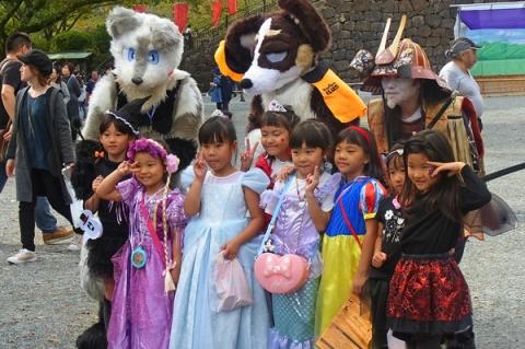 おだわらハロウィン2019に仮装して集まった子供達