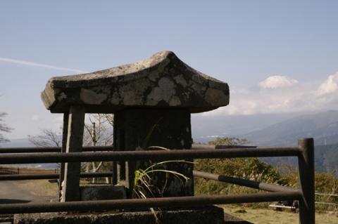 大野山山頂にある祠