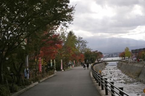 河口湖紅葉まつり会場へ
