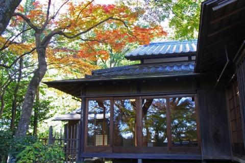 松永記念館老欅荘のガラス戸