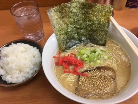秦野のラーメン畿一の醤油豚骨細麺