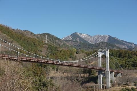 秦野戸川公園の風の吊り橋と丹沢山渓
