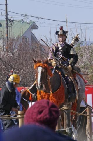 曽我梅林流鏑馬の馬と射手