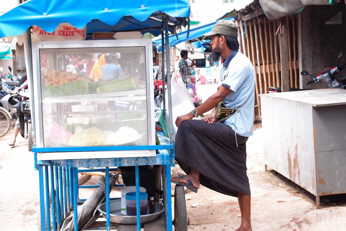 ミャンマー国タチレクの移動式麺屋