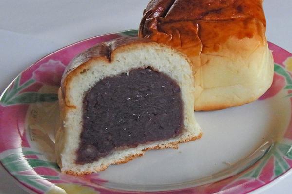 守谷製パンの小豆餡たっぷりのあんパン
