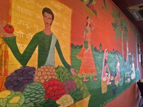 バルティヤ・ザイカのインド風店内壁画