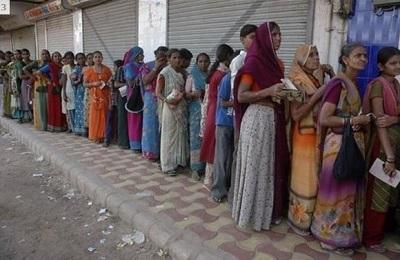 女性もぴっちりインド