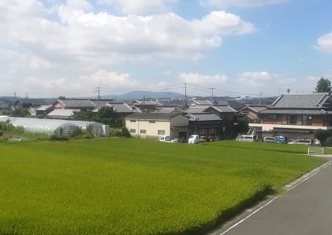 3 遠くに生駒山が見える