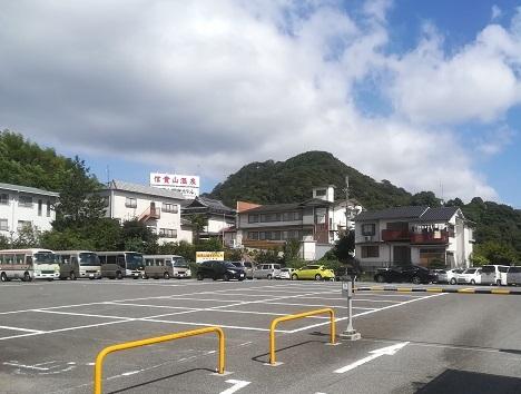 2 駐車場から信貴山