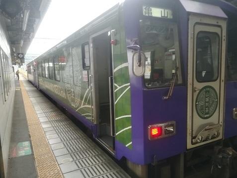 1 加茂駅から亀山行きジーゼルカーに乗車