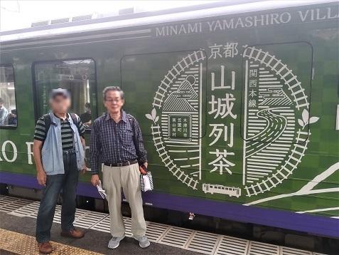 7 柘植駅へ到着 山城列車 いえ山城列茶の前にて