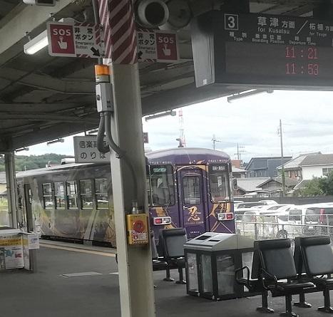 8 貴生川駅に停車 信楽高原鉄道列車