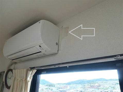 1 リビングのエアコン横の壁紙
