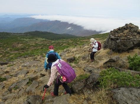 15 熊野岳を下り蔵王山へ向かう