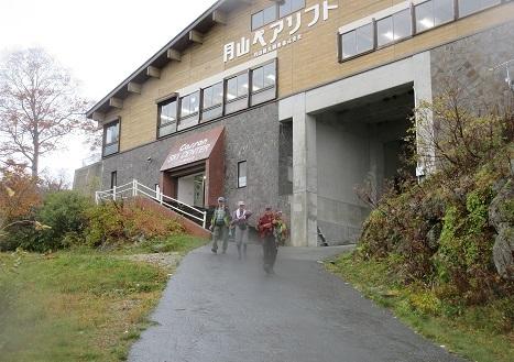 24 リフト下駅から駐車場まで歩く