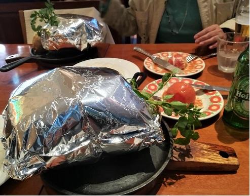 4 レストランの食事