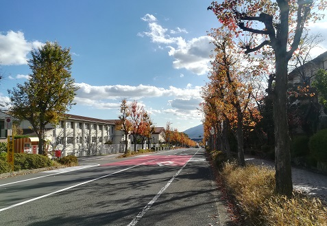 2 登山ルートの住宅街