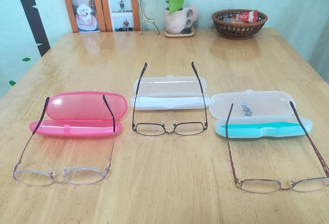 1 3個で6600の眼鏡を買った