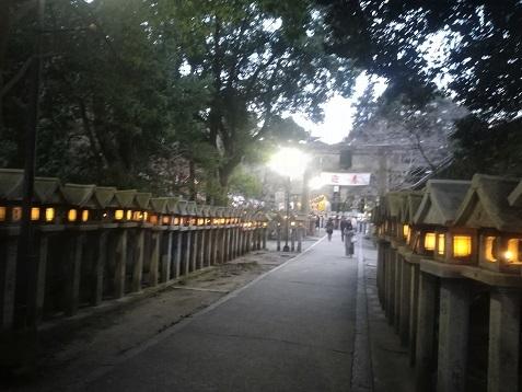 2 参道の灯篭