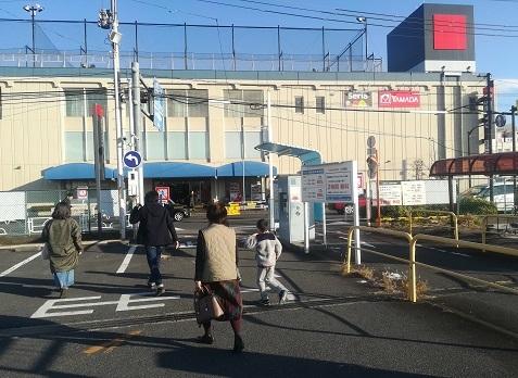 6 花小金井駅前の西友