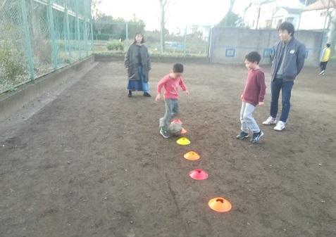 8 近くの公園でサッカーの練習