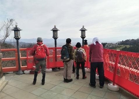 9 本殿のテラスから大和平野の眺望