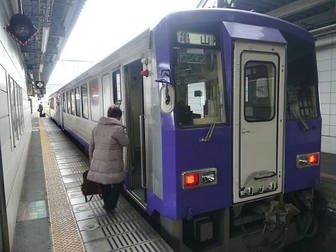 2 加茂駅で亀山行き鈍行へ乗り換える