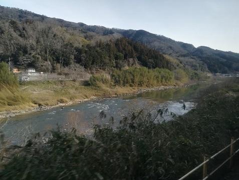 4 木津川に沿って走る
