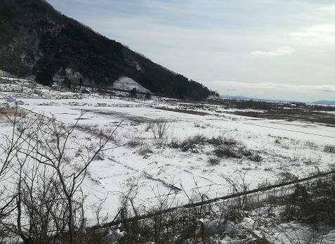 18 琵琶湖の西岸は真っ白