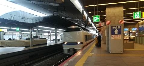 1 大阪駅・サンダーバード到着