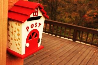 家の形をした郵便ポスト
