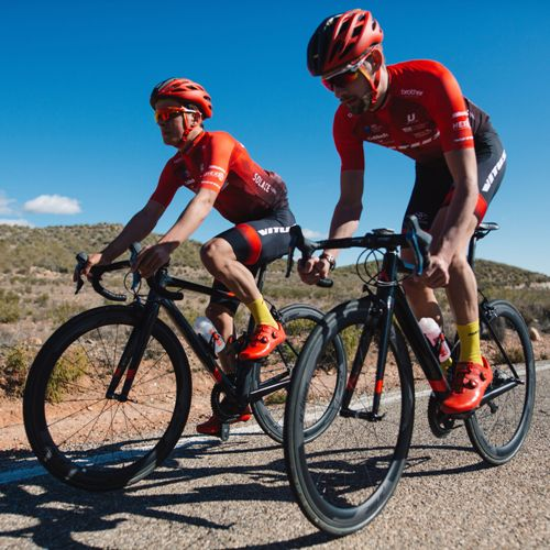 Vitus-Bikes-Vitesse-Evo-Team-Dura-Ace-2018-Road-Bike-Road-Bikes-Black-Red-2018-15few.jpg