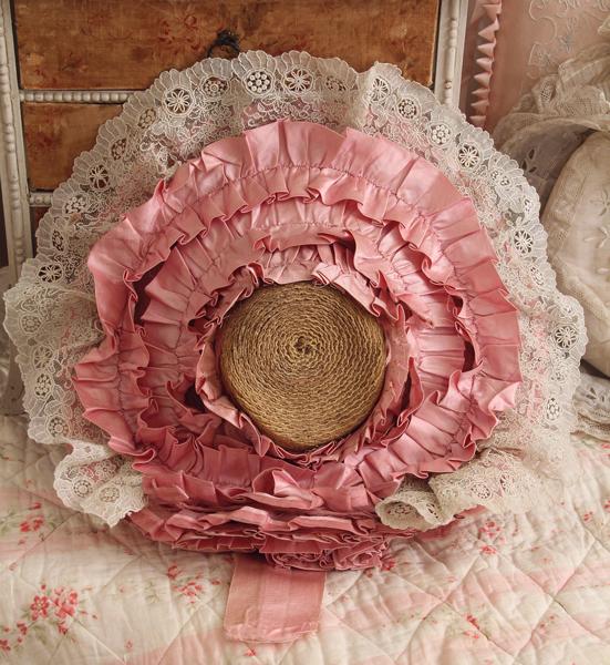 フランスアンティークのピンクサテンお帽子