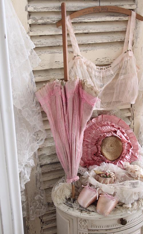 ピンク色のアンティーク日傘