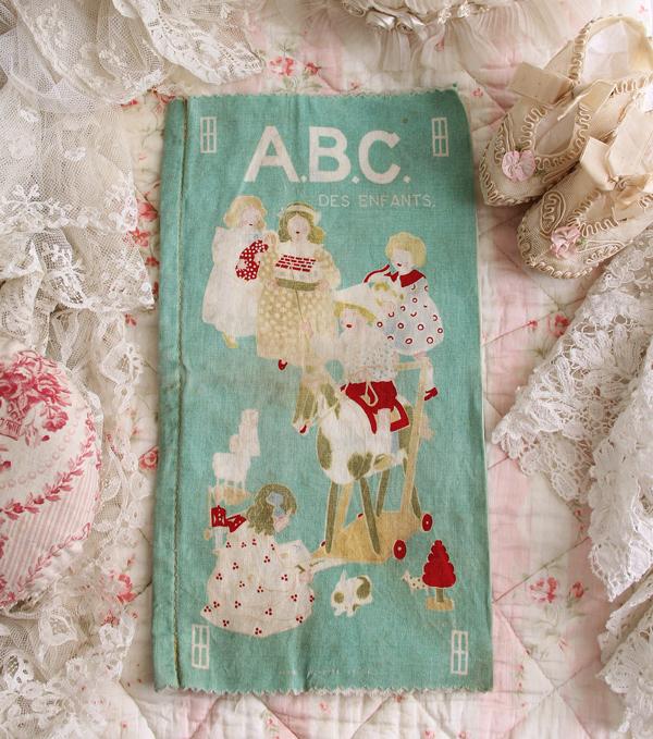 子ども柄のアンティーク布絵本