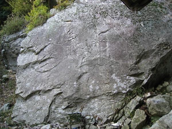 山王社の巨岩2
