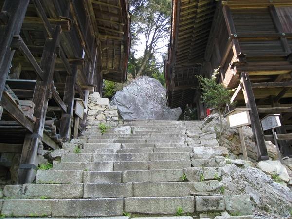 山王社の巨岩