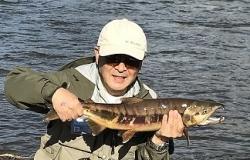 フレッシュな鮭を釣り上げたMさん
